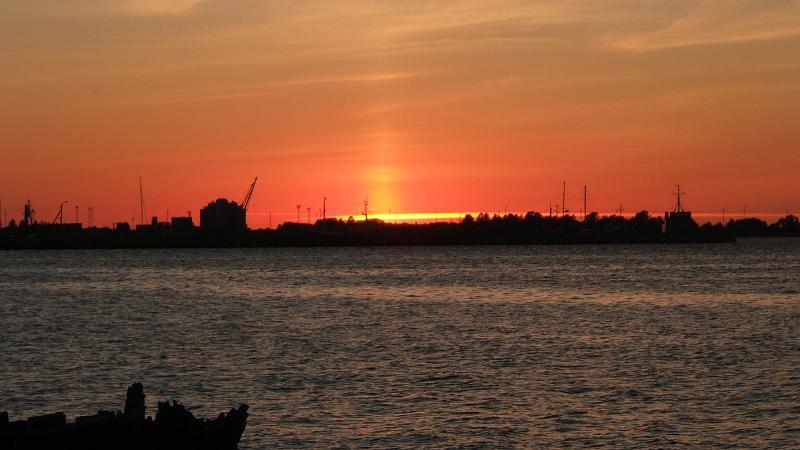 タリン港の夕日