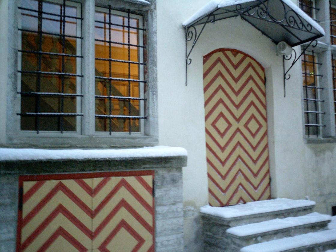 Snowed Door2