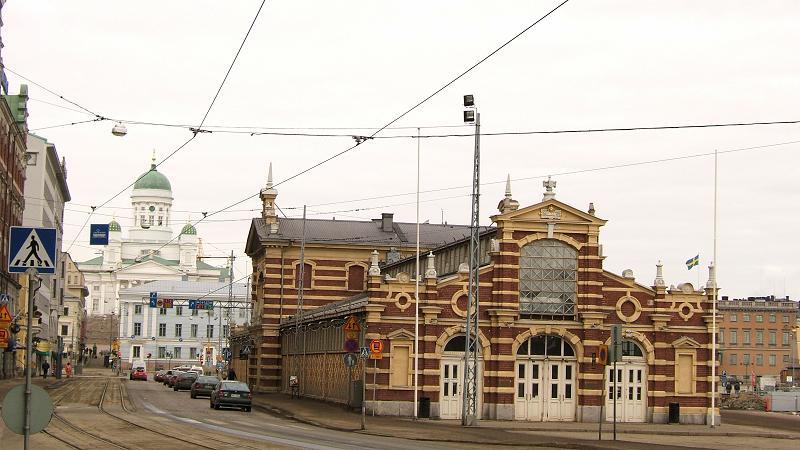 室内マーケットとヘルシンキ大聖堂